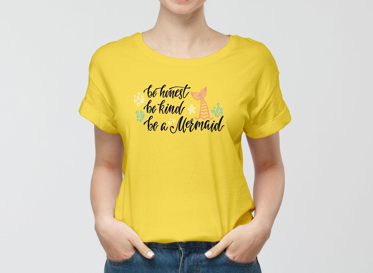 Free Modern Girl Wearing T-Shirt Mockup PSD For Presentation