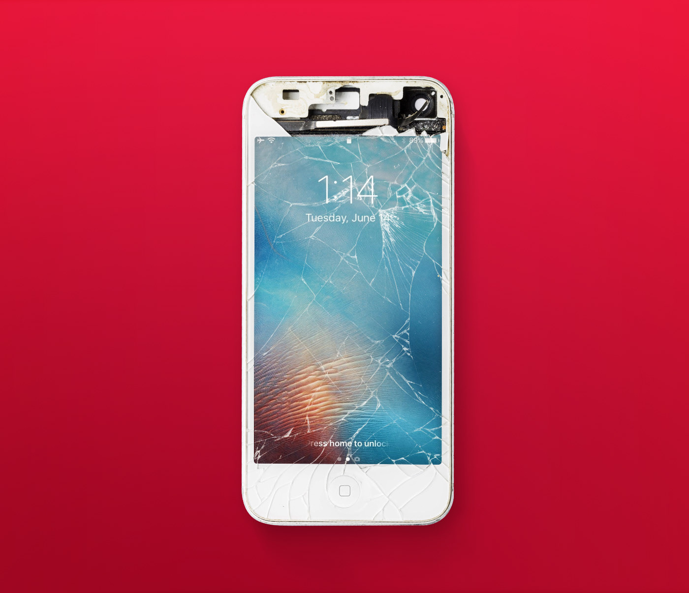 iPhone Screen Cracked Mockup скачать